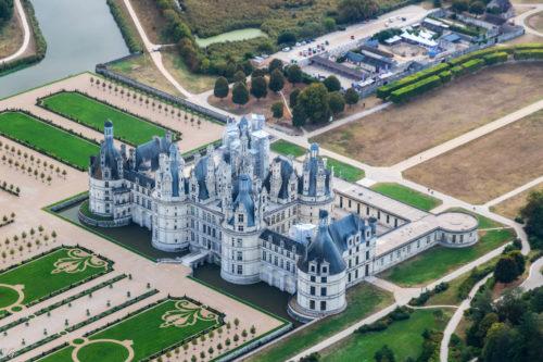 Voler au-dessus du château royal de Chambord pour découvrir une merveille d'architecture renaissance