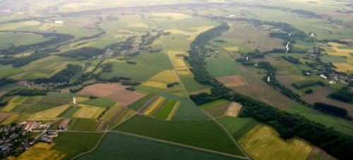 La vallée du Loir est magnifique vue du ciel depuis la montgolfière