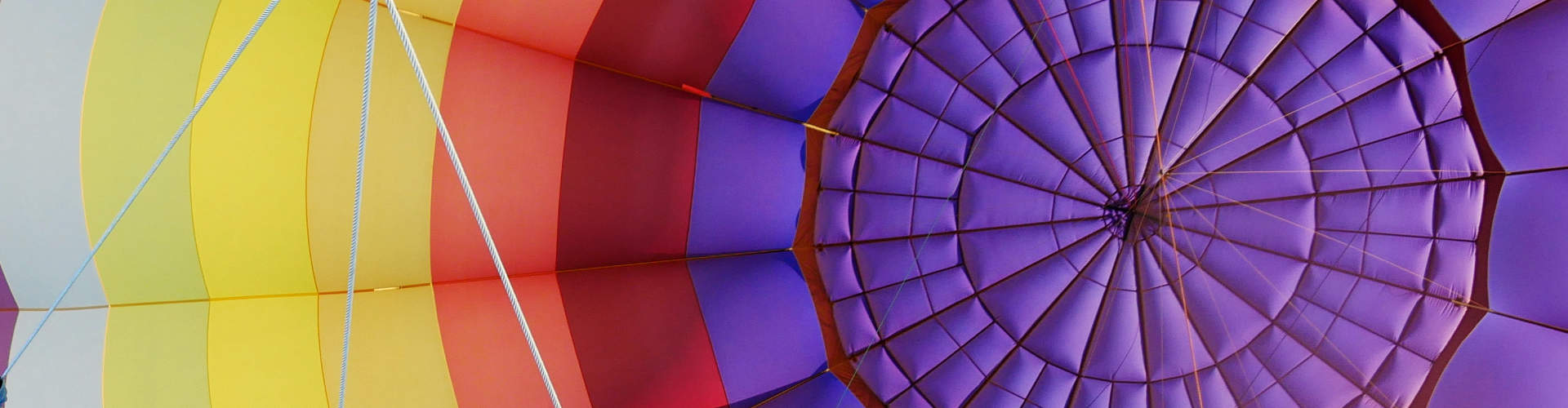Une montgolfière aux couleurs chatoyantes