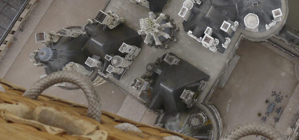 survoler le château de Chambord à l'aplomb du corps central, une vision unique