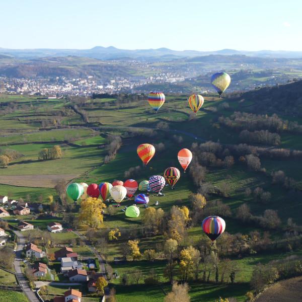 le décollage des montgolfières lors des meetings, un spectacle saisissant