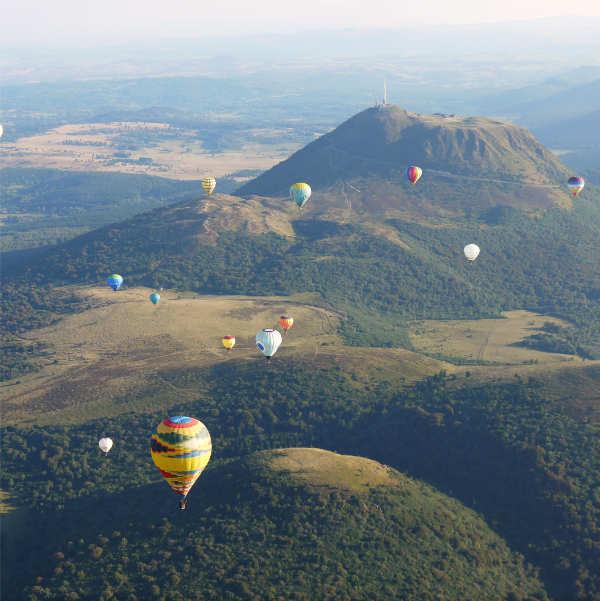 survoler les plus belles régions de France, la chaîne des Puys en Auvergne