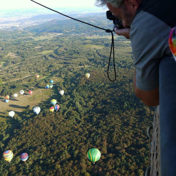 En montgolfière, un point de vue unique sur le paysage